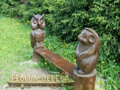 Скамейка со зверушками в парке Лосиный Остров