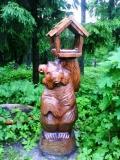 деревянные фигурки животных и птиц кормушка медвежонок | Садовая деревянная скульптура