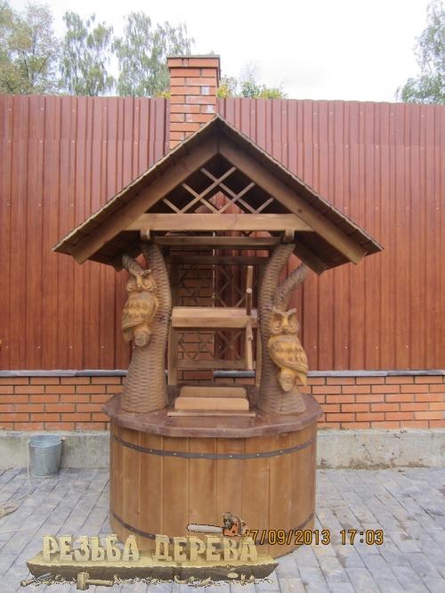 Колодезный домик с резными совами