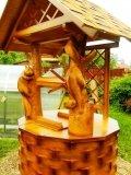 Колодец из дерева с белками | Колодезный домик