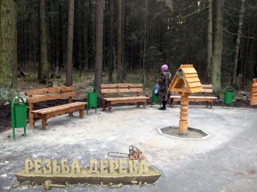 Зона отдыха с кормушкой для птиц в Крюковском лесопарке
