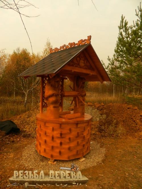 Колодезный домик из дерева