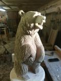 Любопытный медведь из дерева | Садовая деревянная скульптура