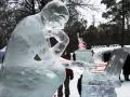Скульптура Мыслителя с ноутом из льда | Ледяные скульптуры в Москве