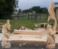 Скамейка из дерева с резными скульптурами | Мебель для парка, дачи и сада из дерева