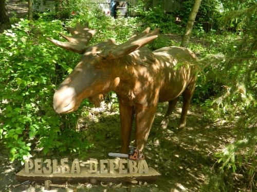 Скульптура лося в парке Лосиный Остров