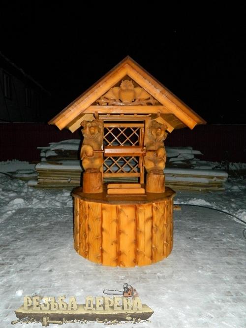 Колодезный домик на снегу