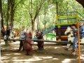 Качели с резными скульптурами, деревянная горка | Детские городки