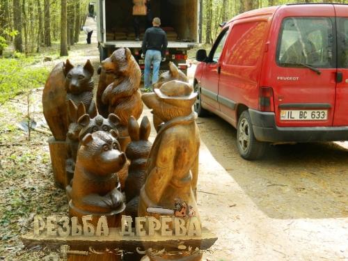 Парковая скульптура выгружена