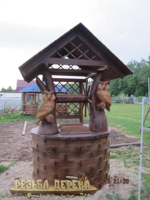 Колодезный домик с совами из дерева