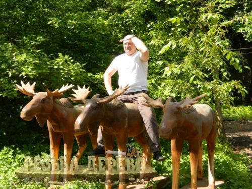 Мастер резьбы по дереву Сергей Ларионов