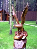 деревянная фигурка орел на скале | Садовая деревянная скульптура