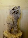 Радостный медвежонок из дерева | Садовая деревянная скульптура