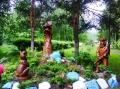 деревянные фигурки охотник с собакой на охоте | Садовая деревянная скульптура