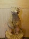 Грустный медвежонок из дерева | Садовая деревянная скульптура