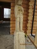 Деревянный резной столб богатырь | Садовая деревянная скульптура