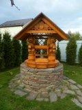 Резной колодезный дом, облицованный камнем | Колодезный домик