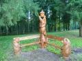 Резные скульптуры в оформлении уголка для отдыха | Мебель для парка, дачи и сада из дерева