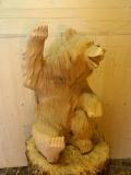 Медвежонок-пофигист из дерева | Садовая деревянная скульптура
