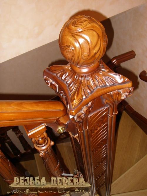Элемент лестницы. Забежной столб. Плоскорельефная резьба.