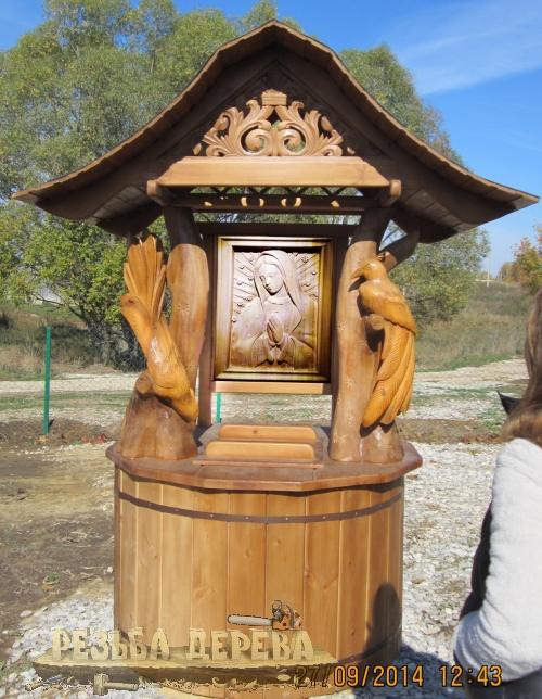 Колодезный домик с иконой