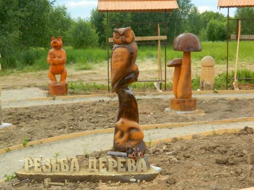Деревянные композиции в Русском парке