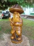 садовая фигурка из дерева старичок боровичок | Садовая деревянная скульптура
