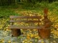 Зайченок на скамеечке из дерева | Мебель для парка, дачи и сада из дерева