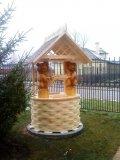 Белый домик с медведями для колодца | Домик для колодца