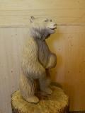 Задумчивый медвежонок из дерева | Садовая деревянная скульптура